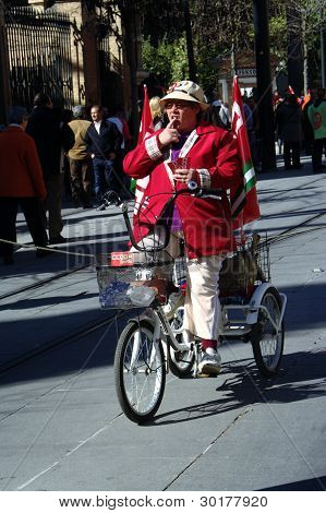 Old lady on tricycle 2