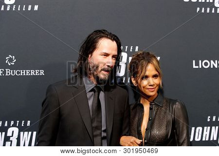 LOS ANGELES - MAY 15:  Keanu Reeves, Halle Berry at the