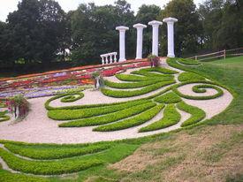 Elegant Lawn
