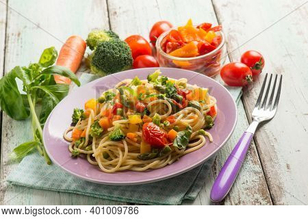 vegetarian spaghetti with mixed vegetables