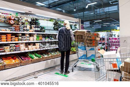Samara, Russia - October 8, 2020: Merchandiser Arranges Goods On The Shelves In The Supermarket