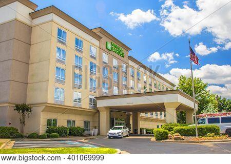 Gwinnett, County Usa - 05 31 20: Wyndham Garden Hotel In The Summer