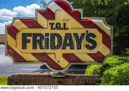 Gwinnett, County Usa - 05 31 20: Tgi Fridays Restaurant Street Sign Close Up