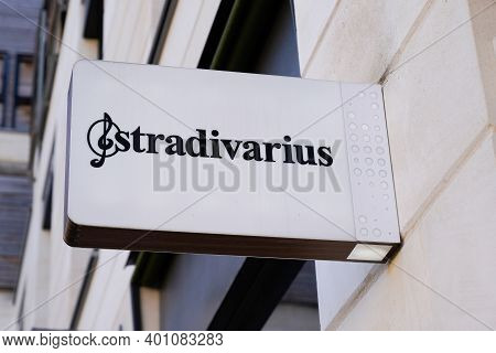 Bordeaux , Aquitaine  France - 12 25 2020 : Stradivarius Logo And Text Sign On Store International W