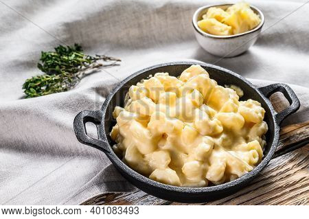 American Mac And Cheese, Macaroni Pasta In Cheesy Sauce. White Wooden Background. Top View