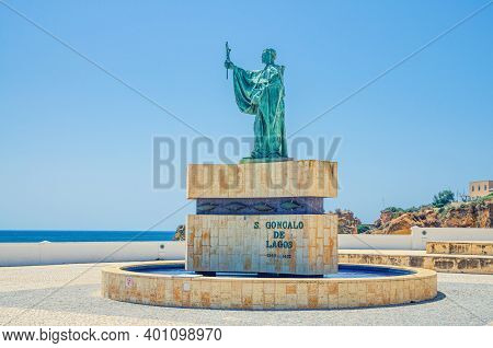 Sao Goncalo De Lagos Monument In Lagos Town Of Algarve District, Sea Horizon And Clear Blue Sky In S