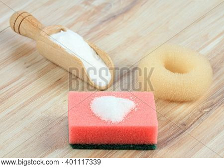 Baking Soda (sodium Bicarbonate). Soda In A Spoon And On The Sponge, A Scourer And A Bowl On The Woo