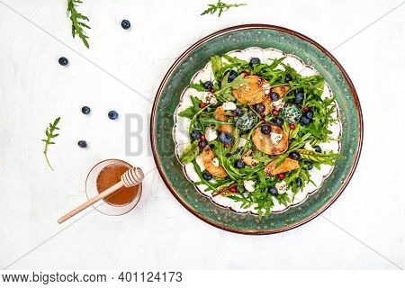 Arugula And Peaches Salad. Vegetarian Gourmet Salad Made Of Caramelized Grilled Peaches Slices, Arug