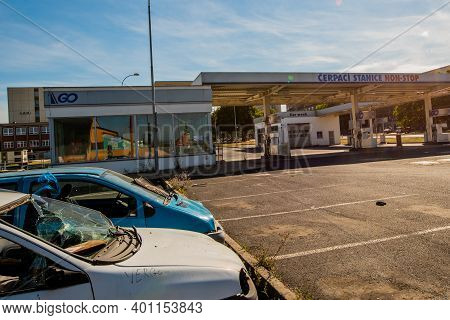 Central Bohemia, Czech Republic, 09-11-2020. Cerpaci Stanice Gas Station In Prague And In The Outski