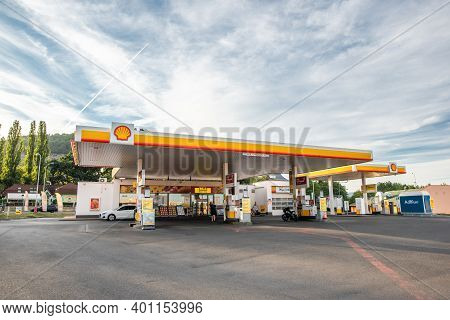 Central Bohemia, Czech Republic, 09-11-2020. Shell Gas Station In Prague And In The Outskirts (bohem