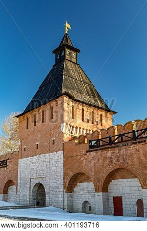 Tula, Russia-february 2020: Beautiful View Of The Ivanovo Tower Of The Tula Kremlin, Winter Landscap
