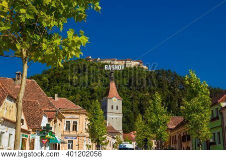 Rasnov, Romania - August, 2019: Castle In Rasnov In Sunny Summer Day. Street Of A Medieval Cozy Town