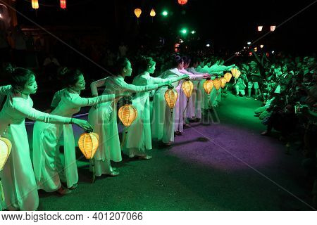 Hoi An, Vietnam, December 28, 2020: Dancers With Lanterns In A Moment Of The Show Represented In The