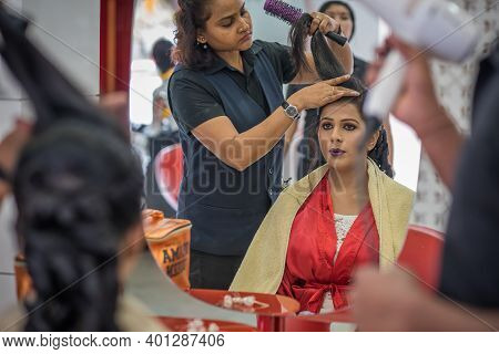 Kerala, India, 08-12-2017. Bride At Hairstylist. Catholic Wedding In The Province Of Kerala In South