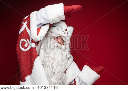 Happy Santa Claus Shows Size Or Dimension Of Discount By Hands In Mittens On Red Studio Background W