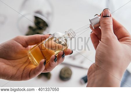 Weed Dab Alternative Methods. Dabbing High Levels Of Thc. Cbd Extract. Cannabidiol Concentrate. Medi