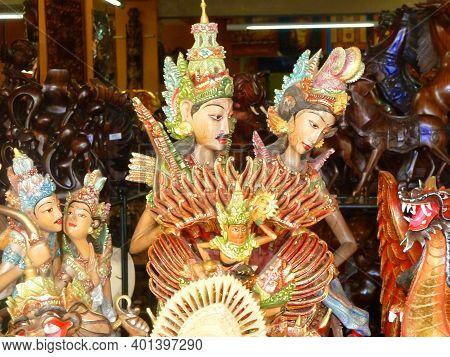 Balinese Style Wooden Figurines Depicting Couples In Love, Typical Souvenir Shop Selling Souvenirs,