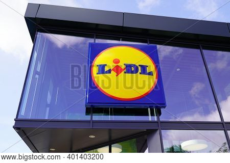 Bordeaux , Aquitaine  France - 12 25 2020 : Lidl Sign And Brand Logo Of Store German Global Discount