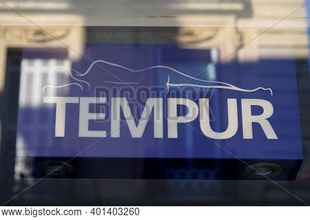 Bordeaux , Aquitaine  France - 12 25 2020 : Tempur Sign Text And Brand Logo On Windows Shop Of Manuf