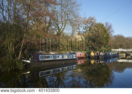 Bath, Somerset, United Kingdom - December 31, 2020: Frosty Morning Along The Kennet  And Avon Canal