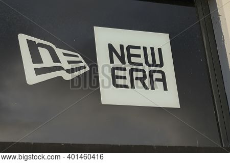 Bordeaux , Aquitaine  France - 12 28 2020 : New Era Cap Logo Brand And Text Sign On Fashion Shop Fro