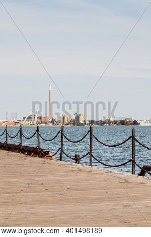 Toronto Waterfront.  The View Across Lake Ontario From The Toronto Waterfront In Canada Looking Towa