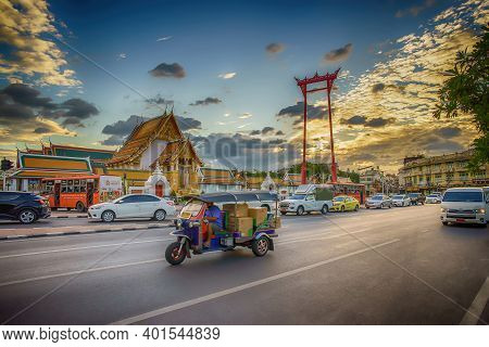 Bangkok, Thailand, December 1, 2020: The Giant Swing (sao Ching Cha) With Movement Tuktuk And Traffi