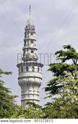 Istanbul, Turkey - May 09 2019: The Beyazit Tower Is An Iconic Stone Fire-watch Tower At Istanbul Un