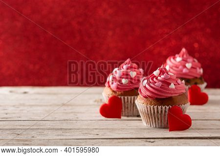 Cupcakes Decorated With Sugar Hearts For Valentine's Day