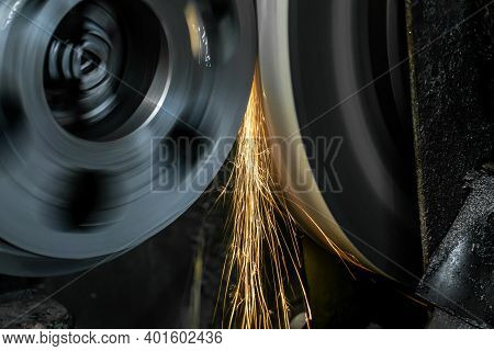 External Grinding Of A Cylindrical Shaft On A Cylindrical Grinding Machine.