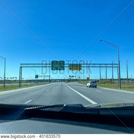 Orlando, Fl Usa - January 20, 2020: Highway Signs On Interstate 417 Leading To I 4 Towards Disney Wo