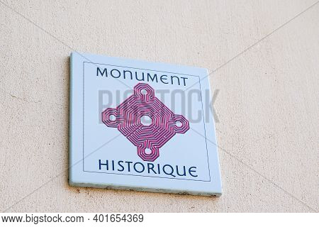 Bordeaux , Aquitaine  France - 12 28 2020 : Monument Historique Logo And Sign In French For Old Anci