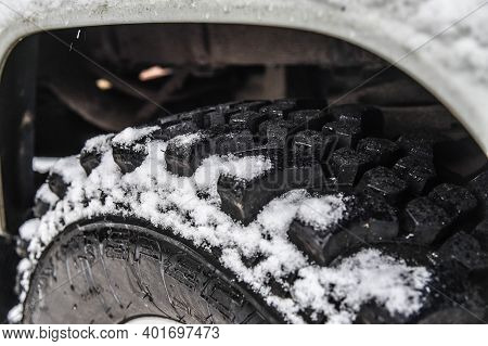 Tire Tread On A 4x4 In Winter With Snow