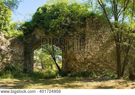 The Ruins Of The 15th Century Fortified Walls Which Once Surrounded The Terme Di Petriolo Hot Spring