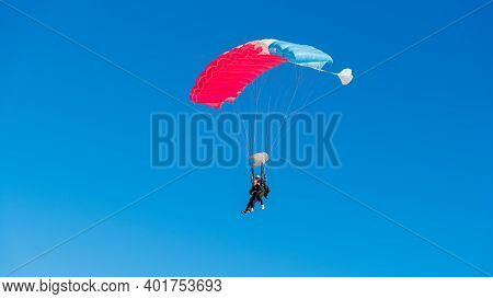 Jurien Bay, Wa / Australia - 07/11/2020 Tandem Skydiving Is One Of The Most Popular Ways To Experien