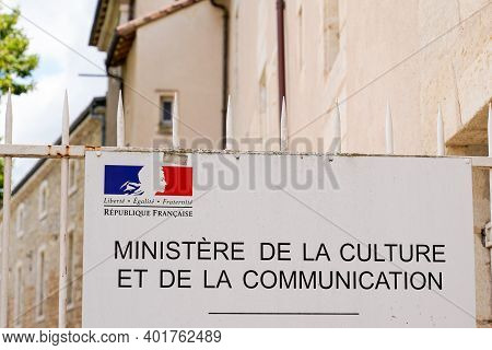 Bordeaux , Aquitaine  France - 12 28 2020 : Ministry Of Culture And Communication Entrance Office Fa