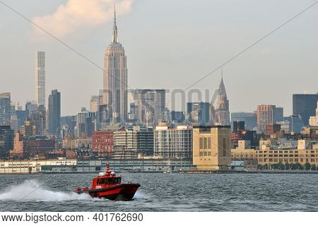 New York City, Usa - August 23: Manhattan Skyline And Hudson River On August 23, 2017 In New York Ci