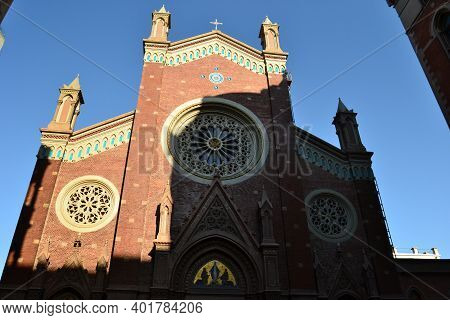 Istanbul,turkey-10.august 2020: Roman Catholic Church St.anthony Of Padua, Under Blue Sky In Sunligh