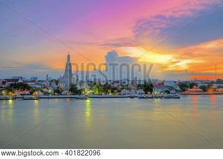 Wat Arun Ratchawaram Ratchaworamawihan , Wat Arun Temple At Sunset In Bangkok Thailand. Wat Arun Is