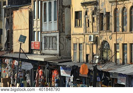 Istanbul, Turkey - October 06, 2020. Street Market And Dilapidated Residential Houses In The Commerc