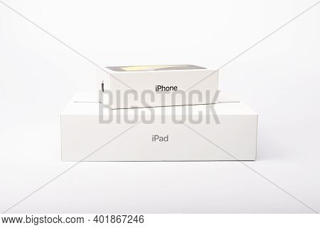 Paris, France - May 14, 2020: Packaging Of The New Black Iphone Se 2020 And Ipad From The Multinatio