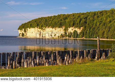 Michigan State Parks. Beautiful View Of Old Harbor And The Limestone Cliffs Along The Coast Of Lake