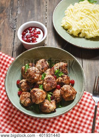 Swedish Meatballs With Mashed Potatoes And Green Beans.