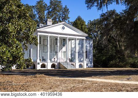 The Hampton Plantation In Georgetown, Sc Is Reportedly Haunted.  The Plantation Is A State Public Hi