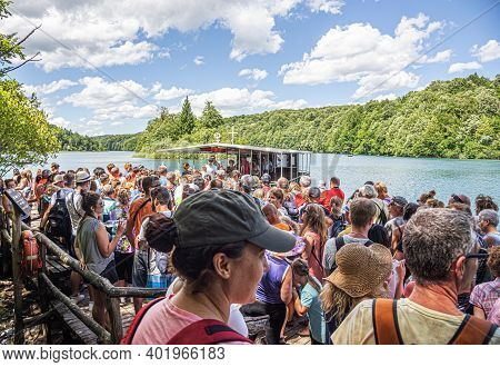 Plitvice Lakes, Croatia - June 26, 2017: The Queue Of Tourists On The Ship To Plitvice Lakes, Croati