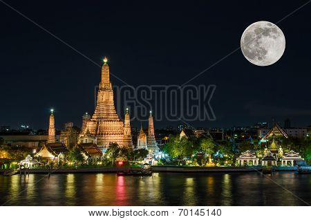 Wat Arun In Night With Super Full Moon