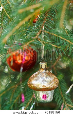 Yellow Glass Home Red Ball Christmas Decoration