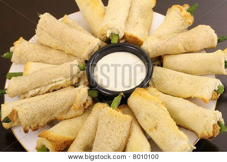 asparagus appetizers with aoli dip