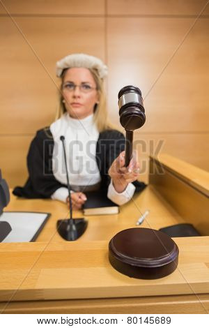Stern judge banging her hammer in the court room