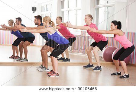 Doing Squats To Strenghten Legs